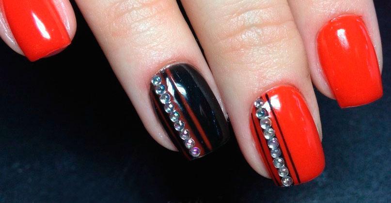 Примеры использования копий Сваровски (Swarovski) в дизайне ногтей