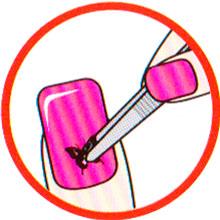 Нанесение наклейки на ногти